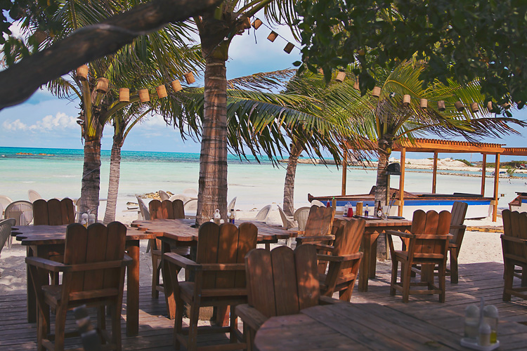Sailing-Blog-Cruising-Turks-Caicos-Providenciales-Grace-Bay-LAHOWIND-eIMG_7682