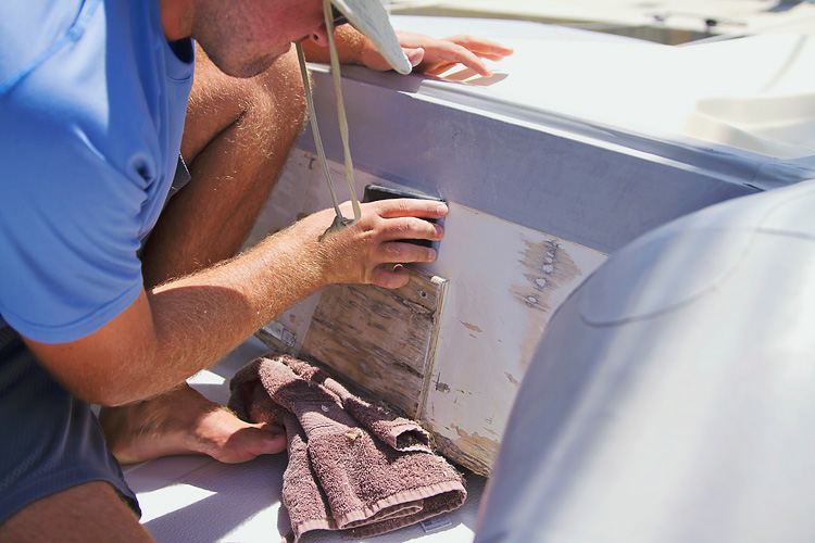 Sailing-Blog-Cruising-Caribbean-LAHOWIND-Boat-Projects-Repainting-Dinghy-Transom-Wood-Back-Sailboat-eIMG_9549