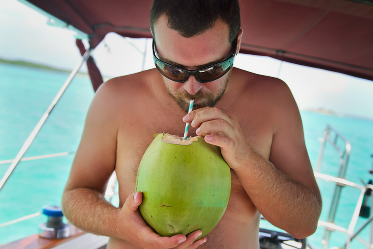 Sailing-Blog-Cruising-Bahamas-Caribbean-Liveaboard-LAHOWIND-Young-Couple-Boat-Dog-Coconuts-Machete-Coconut-Milk-eIMG_6412