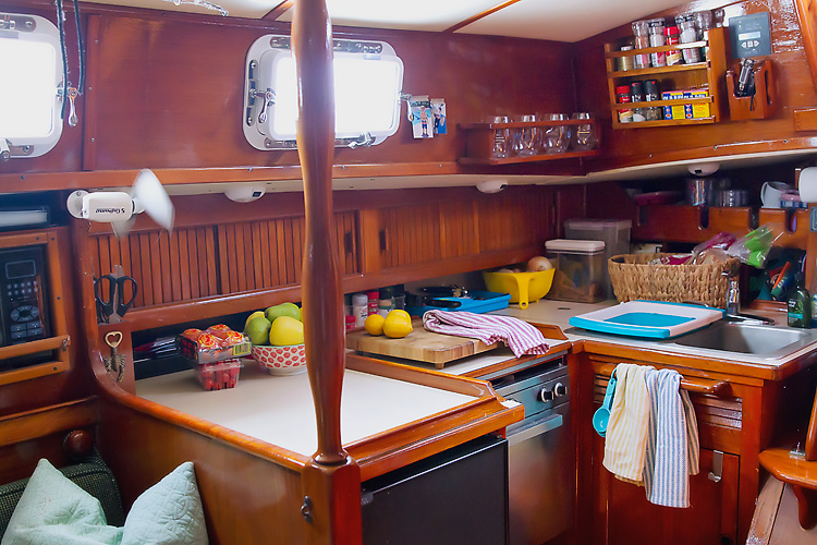 Sailing-Blog-Cruising-Caribbean-Live-Aboard-Boat-Sailboat-Galley-Kitchen-Gear-Endeavour-37-LAHOWIND-eIMG_6101