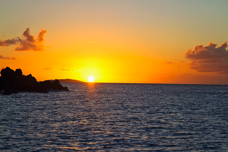 Sailing-Blog-Cruising-Caribbean-St-Thomas-Christmas-Cove-Sunset-Photos-LAHOWIND-eIMG_8942