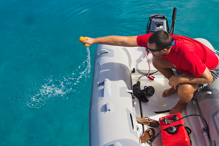 Sailing-Blog-Cruising-Bahamas-Caribbean-2015-LAHOWIND-Dinghy-Tips-How-To-Remove-Water-Tile-Sponge-eIMG_0007