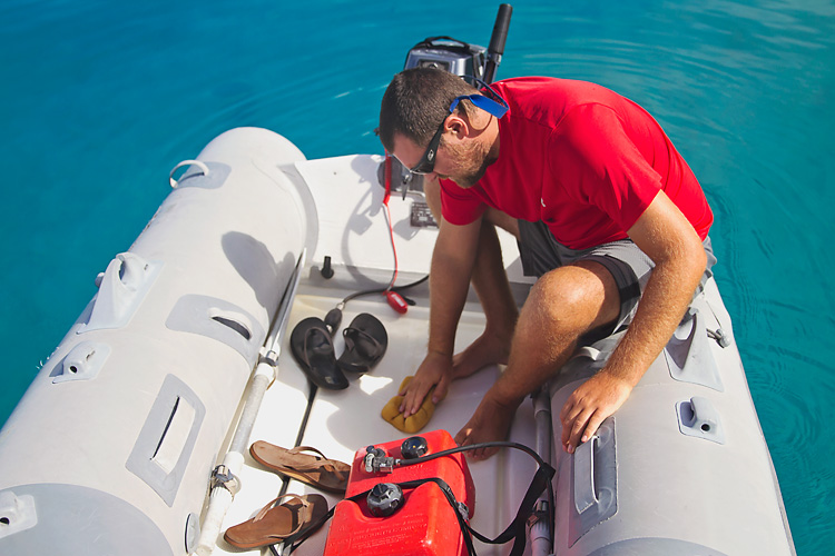Sailing-Blog-Cruising-Bahamas-Caribbean-2015-LAHOWIND-Dinghy-Tips-How-To-Remove-Water-Tile-Sponge-eIMG_0034