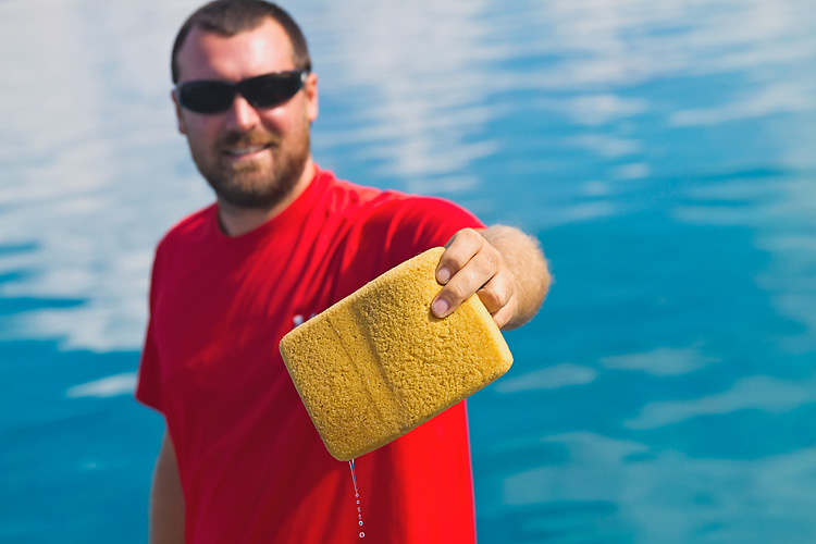 Sailing-Blog-Cruising-Bahamas-Caribbean-2015-LAHOWIND-Dinghy-Tips-How-To-Remove-Water-Tile-Sponge-eIMG_9994