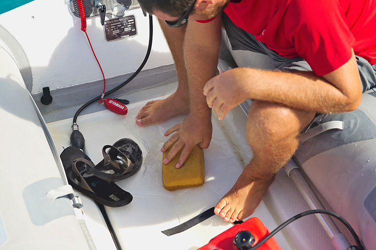 Sailing-Blog-Cruising-Bahamas-Caribbean-2015-LAHOWIND-Dinghy-Tips-How-To-Remove-Water-Tile-Sponge-eIMG_9998