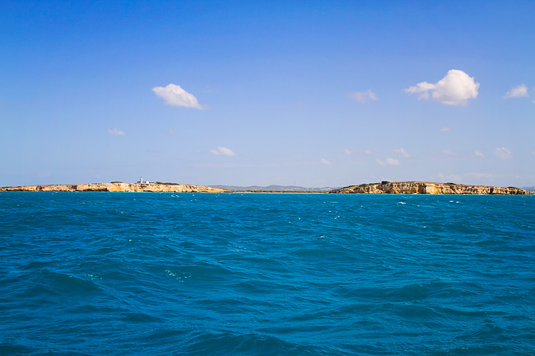 Sailing-Blog-Cruising-Caribbean-Puerto-Rico-Parguera-Cayo-Enriquee-to-Puerto-Real-LAHOWIND-Lighthouse-Dolphin-Photos-2015-eIMG_3315