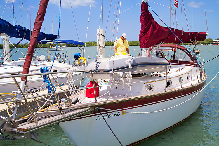 Sailing-Blog-Cruising-Liveaboard-Couple-Young-Boat-Life-Puerto-Rico-Caribbean-Marina-Pescaderia-Puerto-Real-Cabo-Rojo-Photos-LAHOWIND-2015-Adventure-eIMG_3589