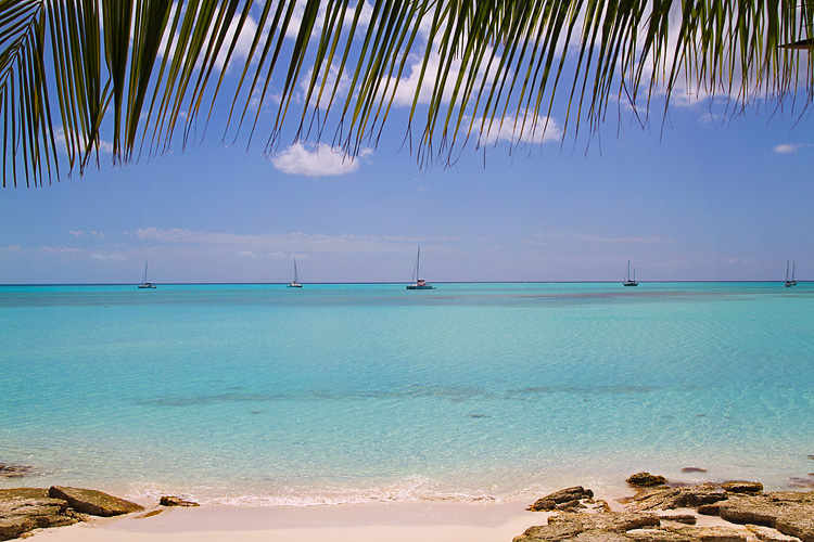Sailing-Blog-Cruising-Bahamas-Caribbean-Vacation-Travel-Cape-Santa-Maria-Beach-Resort-Long-Island-Calabash-Bay-Sailboat-Adventure-Hotel-Luxury-LAHOWIND-Young-Couple-2015-Best-Photos-eIMG_5883